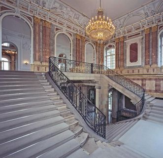 Große Haupttreppe im Mitteltrakt des Neuen Schlosses Stuttgart