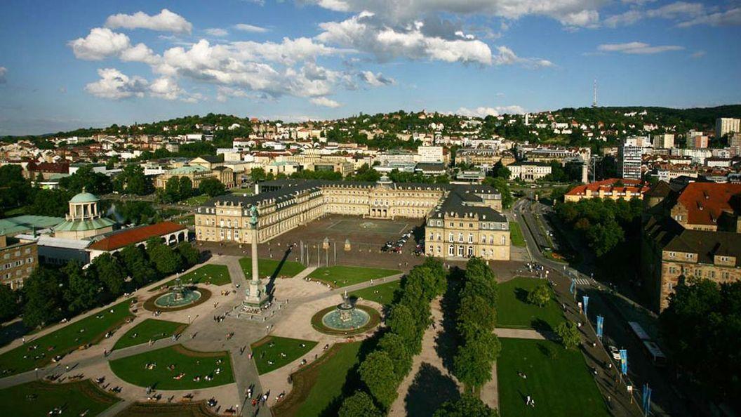 Luftbild des Stuttgarter Schlossplatzes mit Neuen Schloss
